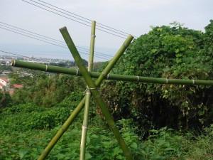 竹で造った物干しの脚